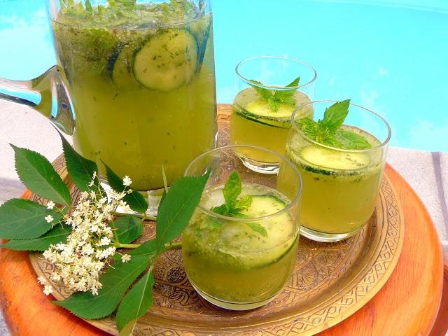Cucumber & Elderflower Wine Spritzer | Drinks | Pinterest