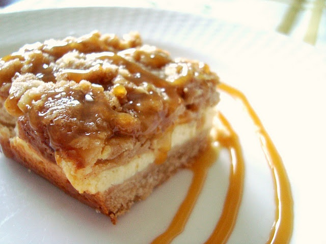 Caramel Apple Cheesecake Bars with Streusel Topping... heaven!