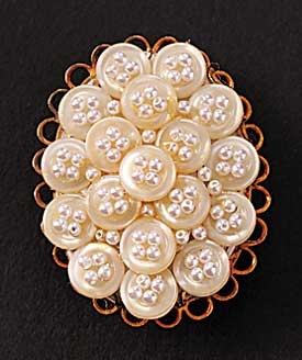 Симпатичные-как-Button Pin Мне нравятся жемчужные бусины в отверстия.