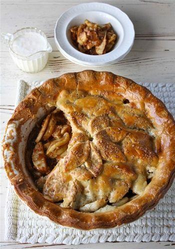 APPLE, CHEDDAR & ROSEMARY PIE, Carême Pastry