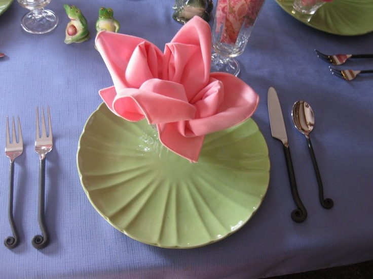 Lotus Serviette Folding : Round Up 6 Napkin Flower Tutorials