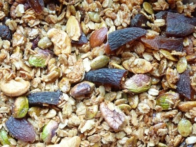 Pistachio and Apricot Granola | Breakfast Table Sweets | Pinterest