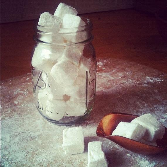 Homemade Vanilla Bean Marshmallows | Hayley would eat that | Pinterest