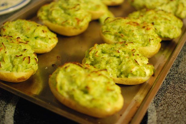 Broccoli and Cheddar Twice baked potatoes | Delicious | Pinterest