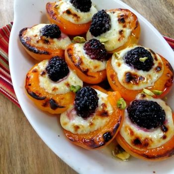 Roasted apricots with mascarpone and blackberry drizzled with honey. 6 ...