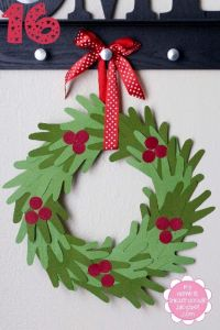 I love this hand print wreath. I see a craft day coming up soon with my niece and nephew!