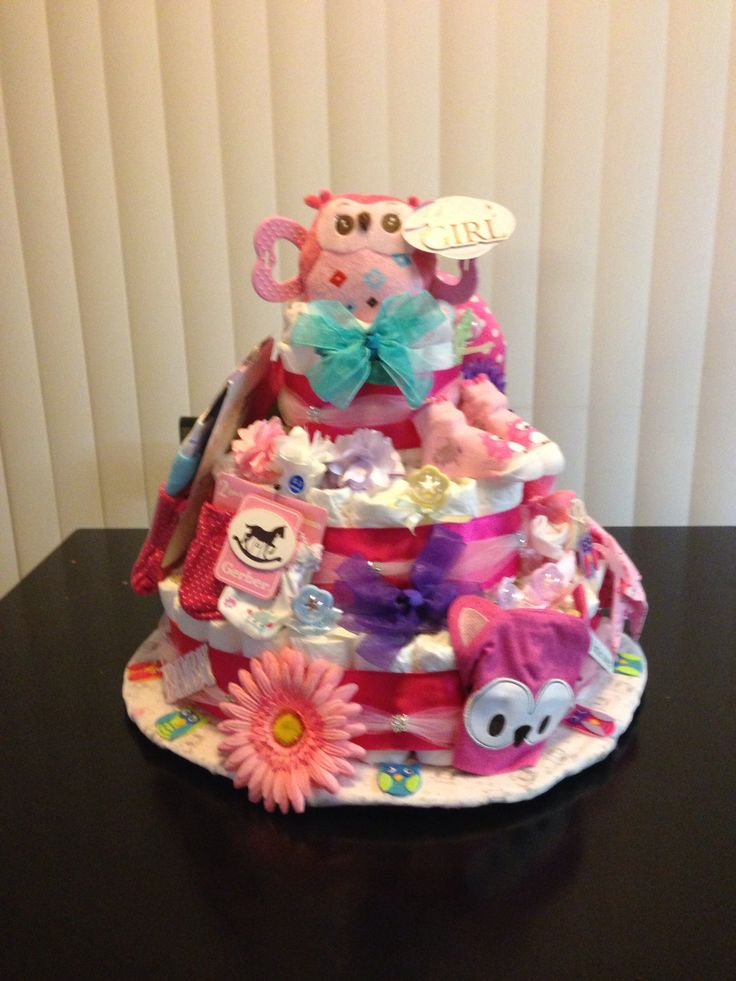 Living room decorating ideas baby shower diaper cakes for Baby shower diaper decoration ideas