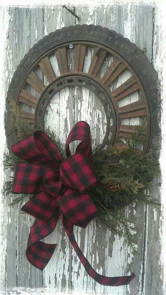 Recycled farm wheel wreath | Repurposed / Crafts | Pinterest