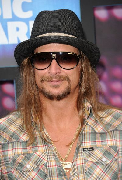 Kid rock paired his fedora hat with these carrera sunglasses a