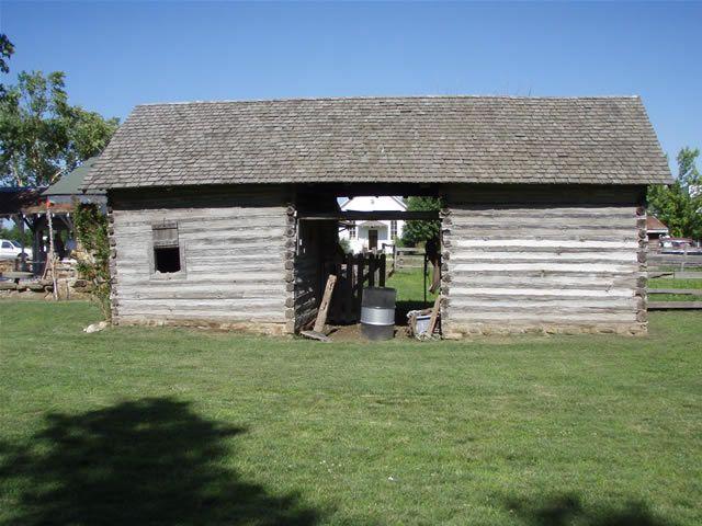 Log barn log house pinterest Log barn homes