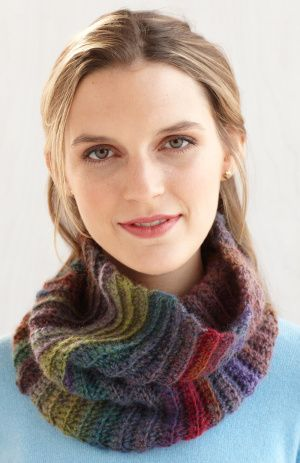 Fast and Easy Cowl  Lion Brand Yarn - Free Pattern
