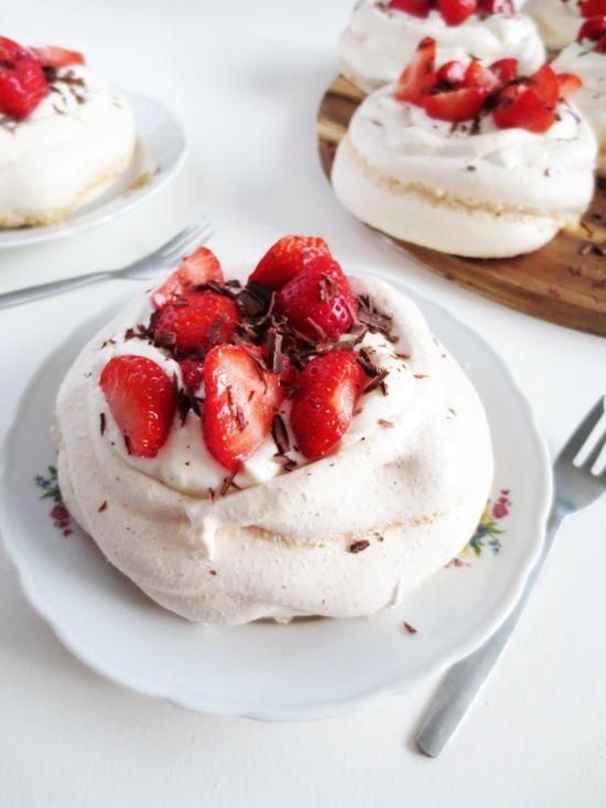 recipe - strawberry pavlova   i want to cook   Pinterest