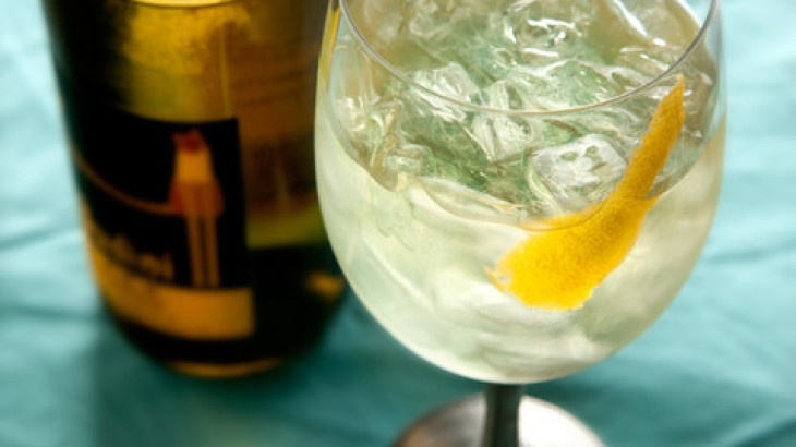 White Wine Spritzer Recipe | Alcohol; Party Drinks, Daiquri, Margarit ...