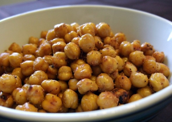saw these on dr. oz haha healthy snacky! crunchy roasted chickpeas