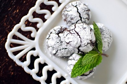 Dark Chocolate Mint Crackle Cookies (a fun use for the mint in our ...