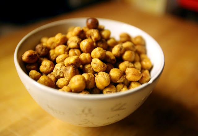 Fajita-spiced roasted chickpeas. These don't look too hard!