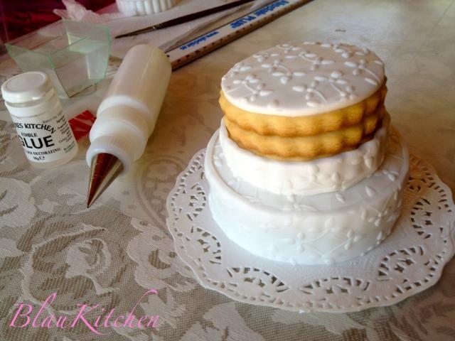 Decorated cookies: Cookie-Wedding Cake, Step by Step!