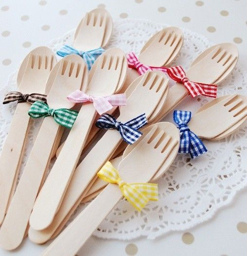 Wooden cutlery sets tied with little bows