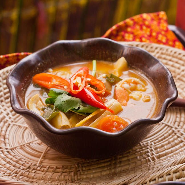 Tom Yum Goong - Hot and Sour Thai Soup with Shrimp - avocadopesto