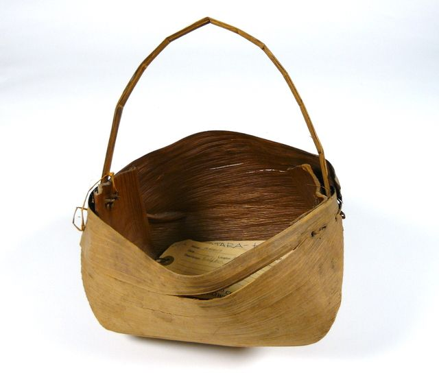 How To Weave Palm Fronds Into A Basket : Palm frond basket baskets