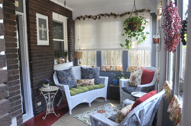 Sunroom decor covered porch ideas pinterest for Images of decorated sunrooms