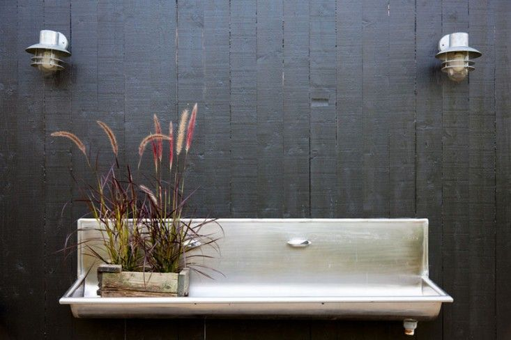 Outdoor Trough Sink : Modern outdoor steel trough sink with black painted wall, Gardenista ...