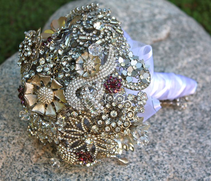 Bridal Bouquet Brooches : Alternative bridal brooch bouquet with rhinestone brooches