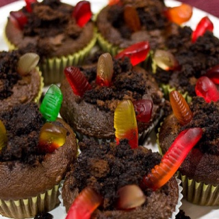 Dirt n worms cupcakes :) | Delicious desserts | Pinterest