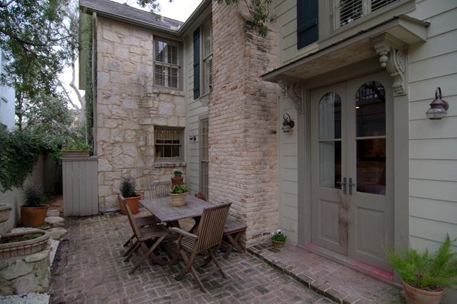 Back door simple and clean outdoor living spaces - Simple outdoor living spaces ...