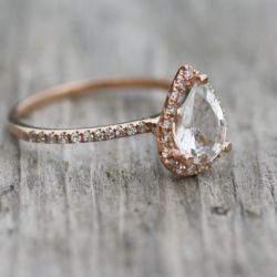 Rose Gold engagement ring!  Gorgeous!  And perhaps the first design where I could actually get into the pear cut diamond~~~!
