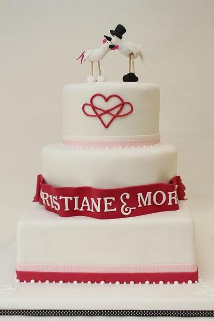 Hochzeitstorte modern pink weiß Vögelchen by suess-und-salzig, via ...