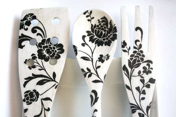 decoupage wooden spoons - cute decorative idea for the kitchen