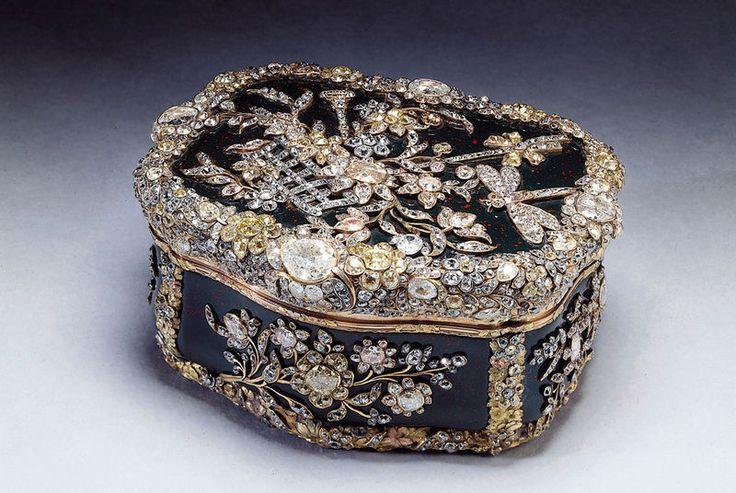 Королевские сокровища: Празднование бриллиантового юбилея Галерея королевы, дворец Холируд - из коллекции Royal