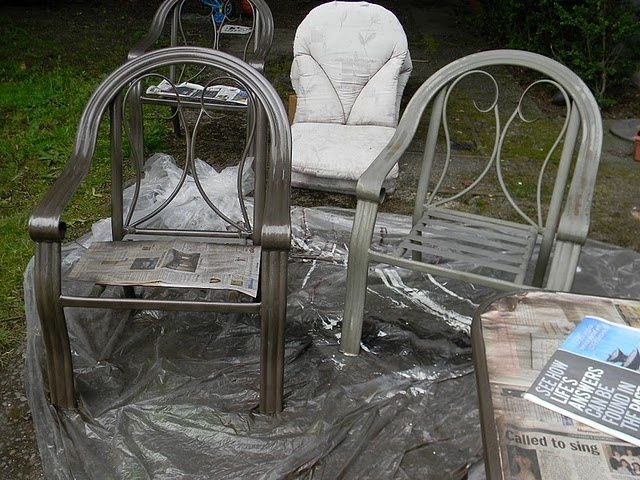 repaint patio furniture recover cushions craft ideas