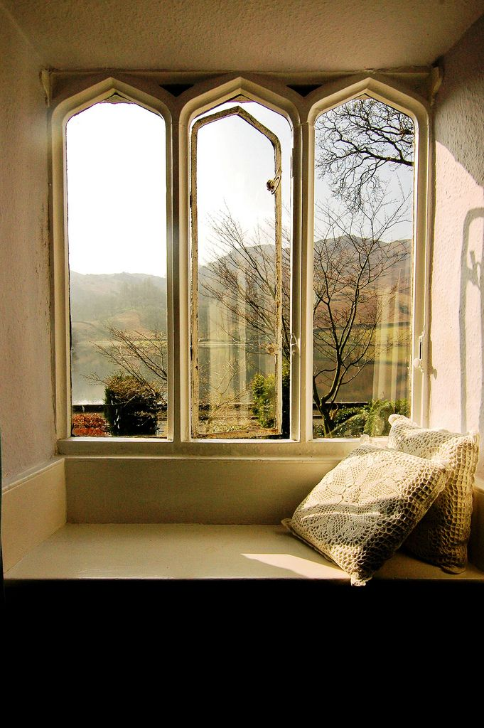 window seat book nooks and window seats pinterest