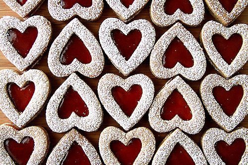 LINZER COOKIES HEARTS; my mommy makes these for my dad every ...
