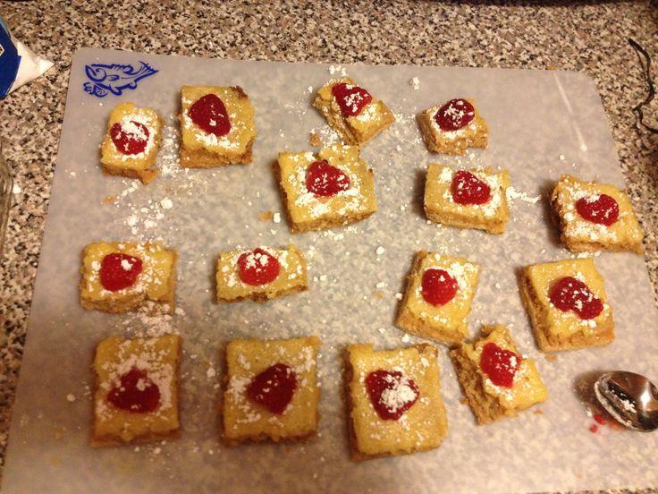 Skinny honey lemon squares with raspberries. http://www.realhousemoms ...