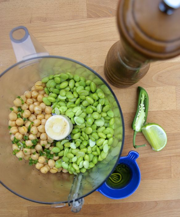 Spicy edamame & chickpea hummus | recipes i've made & recommend |...