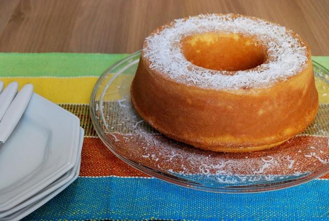 Cornmeal and Coconut Cake (Bolo de Fuba com Coco) (decoration)