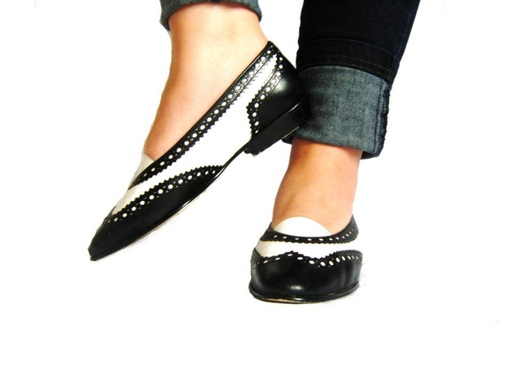 1980s 80s Enzo Angiolini SPECTATOR Shoes / Flats / Black and White