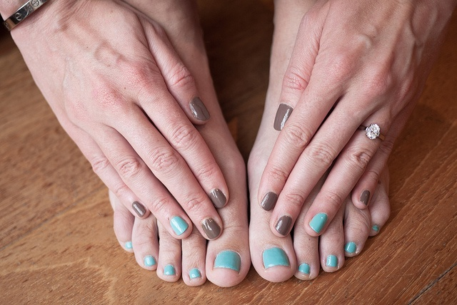 My contrasting ring manicure pedicure: Chanel Particuliere + China Glaze For Audrey Tiffany blue.
