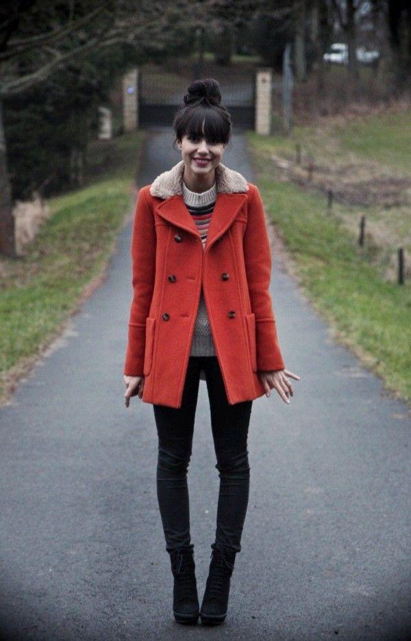 赤のファーピーコート着こなしコーデ