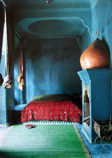 Loving the blue and green hues in this Moroccan room.