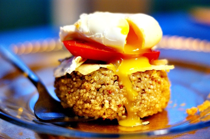 Quinoa Cakes with Tomato, Parmesan, and Poached Egg! Extremely healthy ...