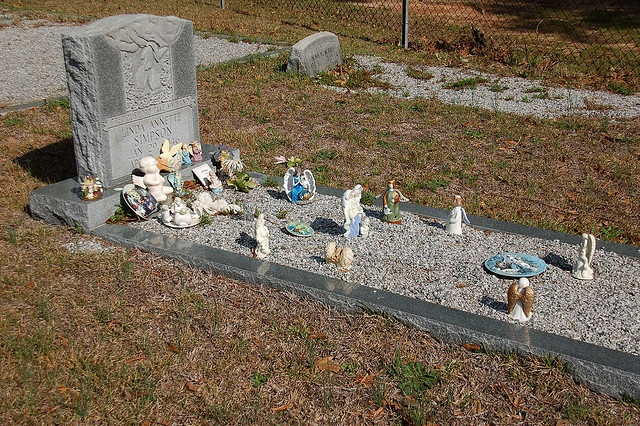 Grave decorations by randomconnections via flickr grave for Grave decorations ideas