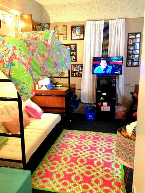 Cute dorm room set up college pinterest Dorm room setups