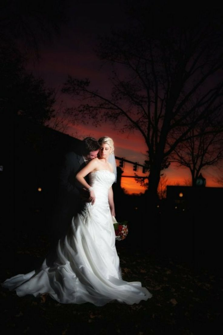 Night wedding photo idea
