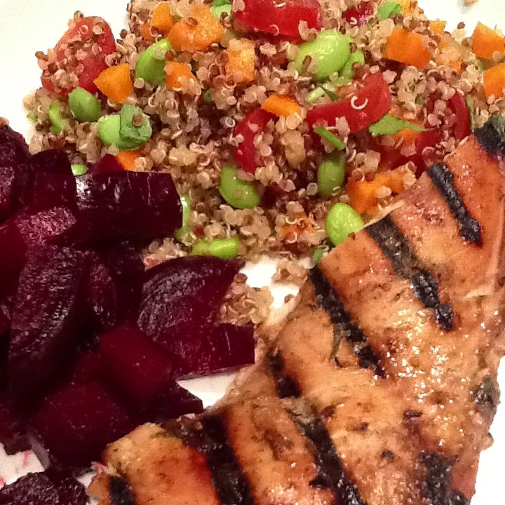 Phiphisblog.com: Quinoa Asian salad with edamame and roasted beets.
