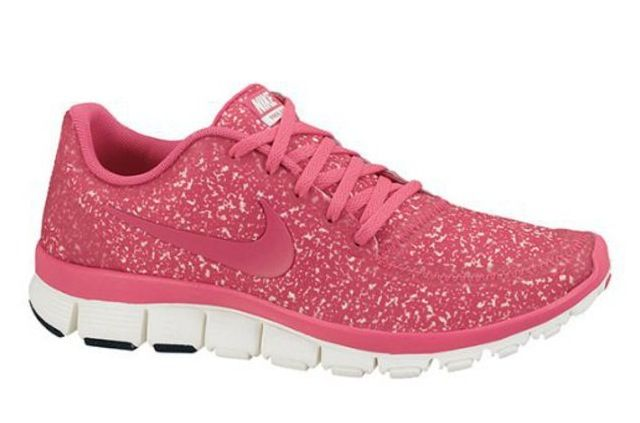 pink bedazzled tennis shoes