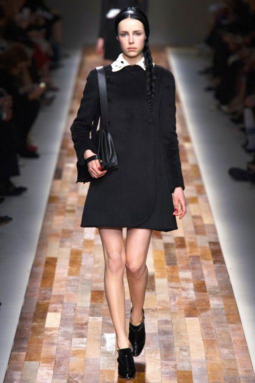 Simple & Chic White Collar Black Coat Dress Valentino Fall Winter 2013 #fashion #trend #black #coat #trends #fall2013
